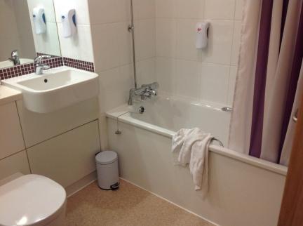 Premier Inn Scarborough bathroom review