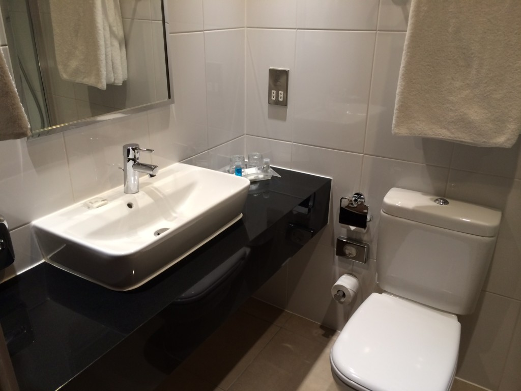Holiday Inn Wembley bathroom review