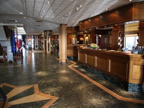 Grand Hotel Huis ter Duin lobby review