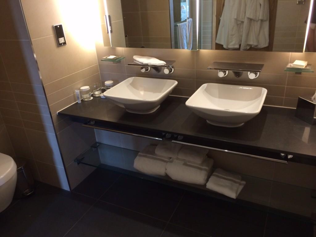 Hilton St Georges Park bathroom review