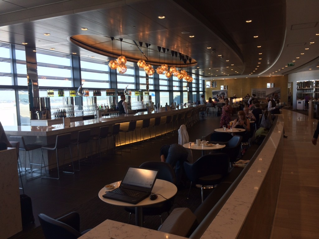 H eathrowTerminal 2 United Club lounge review - bar