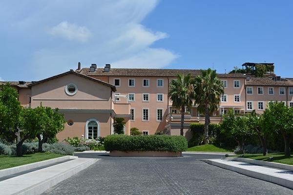 Gran melia rome entrance for Rome gran melia hotel