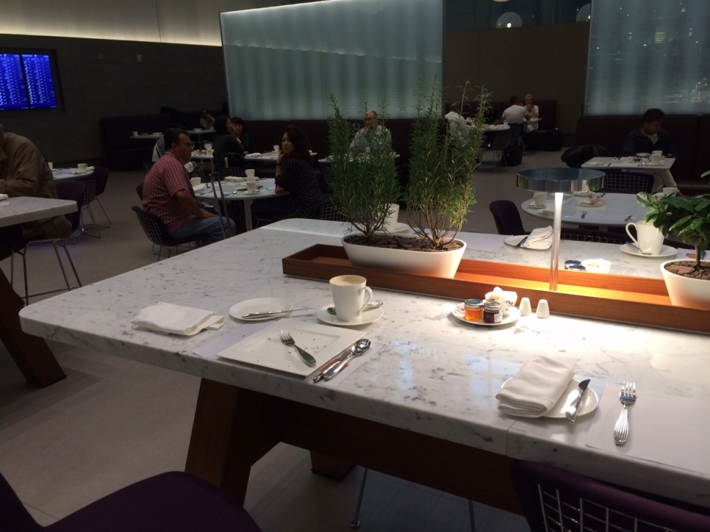 Al Mourjan lounge Doha Qatar dining 2