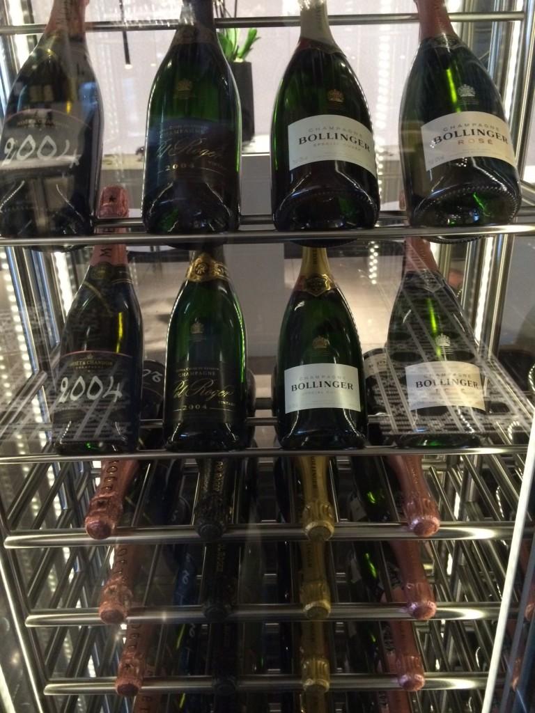 Qatar Premium Lounge champagne