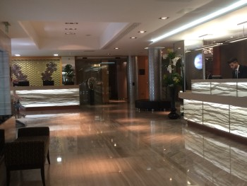 Crowne Plaza London Kensington review lobby