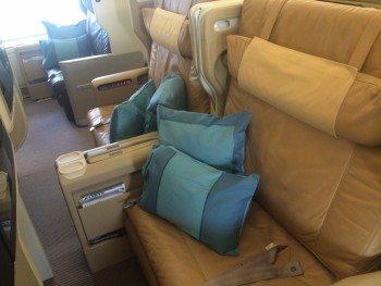 Singapore Airlines Boeing 777-300 business class seat