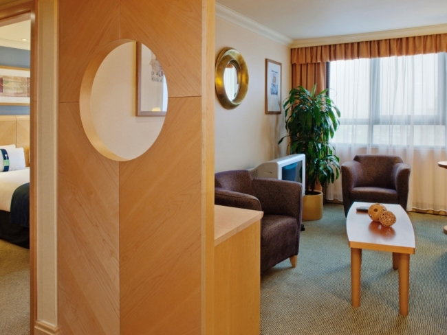 Holiday Inn Kensington suite