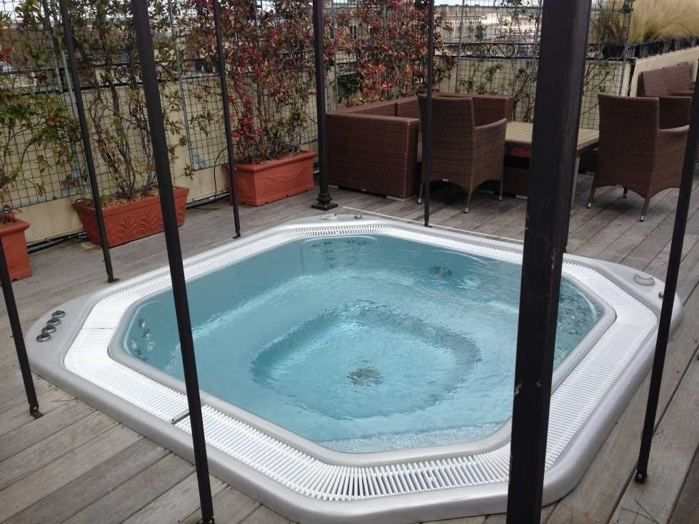 Roof terrace jacuzzi for Terrace jacuzzi