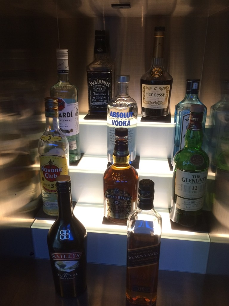 review British Airways lounge and Concorde Bar in Dubai Airport