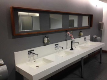 o2 lounge bathroom