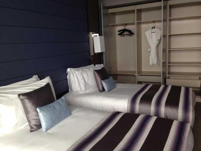 InterContinental Estoril review room beds wardrobe