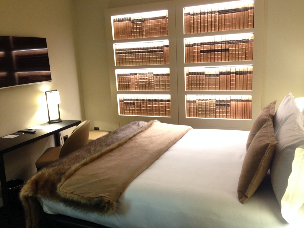 Nadler Hotel Victoria review - Bookcase Room