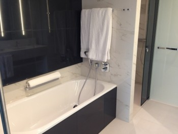 hilton tallinn park review suite bathroom bathtub