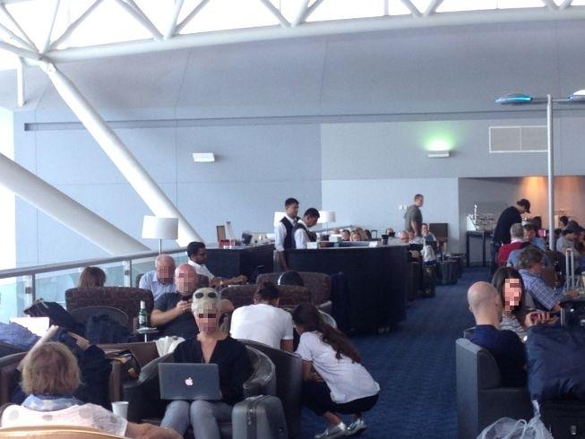 JFK airport new york admirals lounge bar
