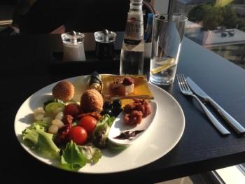 hilton tallinn executive lounge review evening snacks gin and tonic