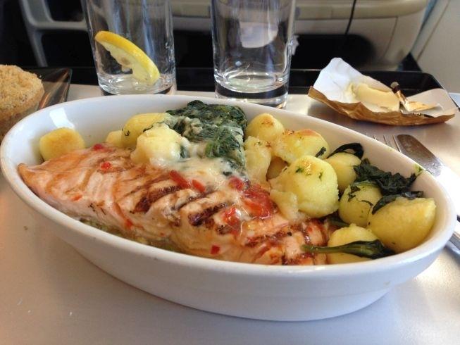 la compagnie flight food main salmon dish