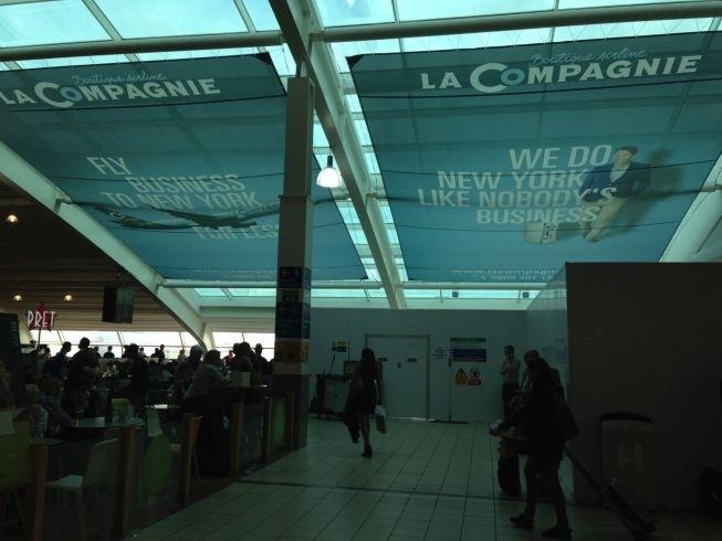 la compagnie poster luton airport