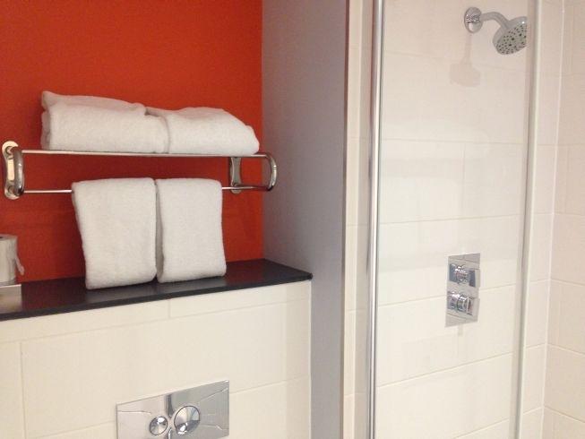 aloft liverpool hotel review room bathroom shower towels