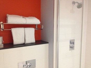 aloft liverpool hotel review room bathroom shower towels