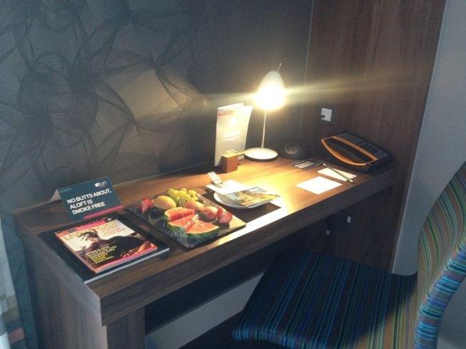 aloft liverpool hotel review room desk
