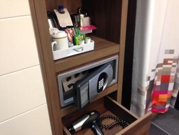 aloft liverpool hotel review room tea corner hair dryer