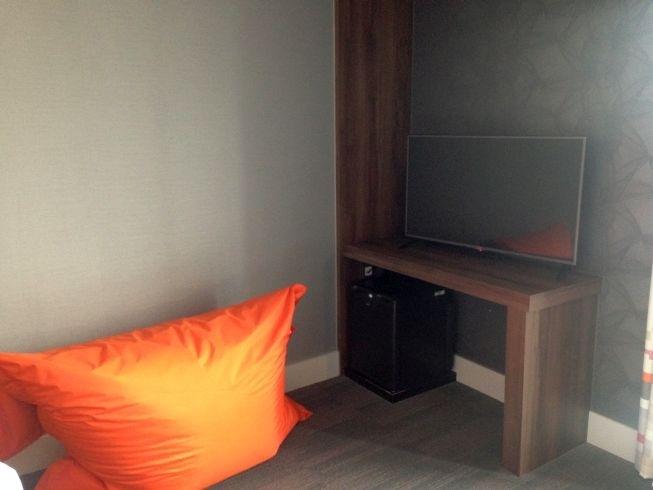 aloft liverpool hotel review room tv fatboy