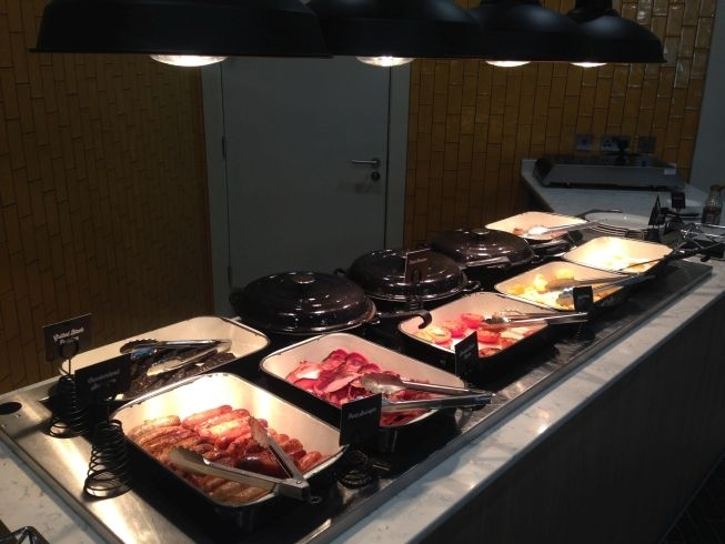holiday inn manchester city centre review breakfast hot food