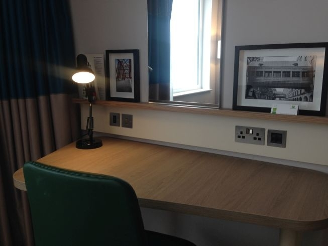holiday inn manchester city centre review room desk