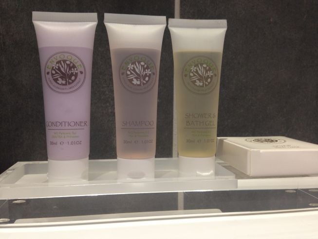 holiday inn manchester city centre review toiletries
