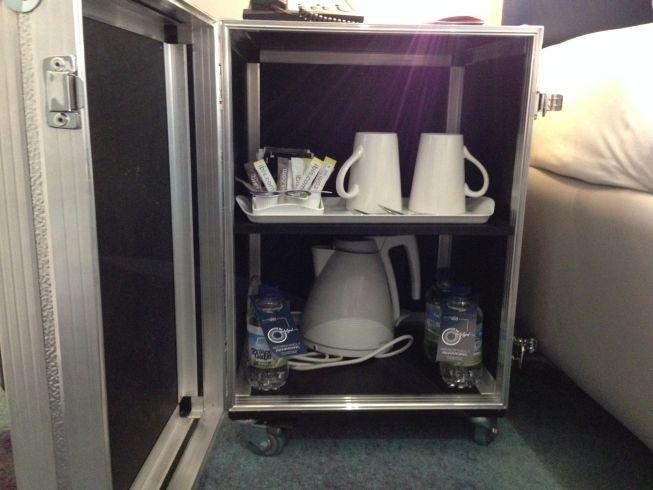 ibis styles heathrow airport review my room kettle water