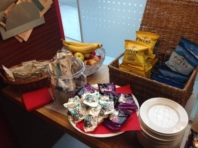 virgin trains first class lounge manchester piccadilly review snacks 2