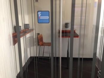 air-lounge-vienna-airport-smoking-booth