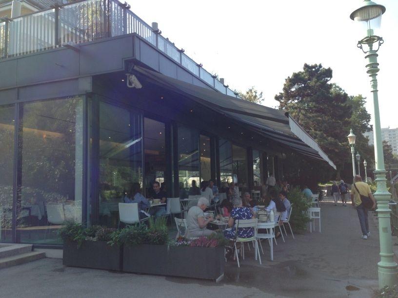 meierei-breakfast-outdoor-sitting