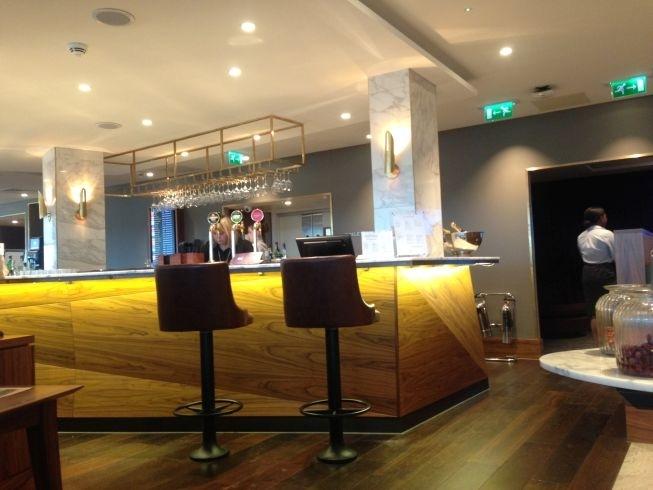 no-1-lounge-gatwick-south-bar