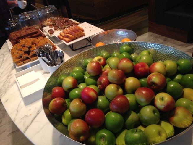 no-1-lounge-gatwick-south-cake-fruit