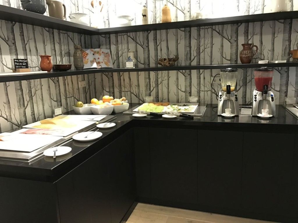 element-by-westin-amsterdam-review-restaurant-breakfast-cold-cuts-cheese-smoothie