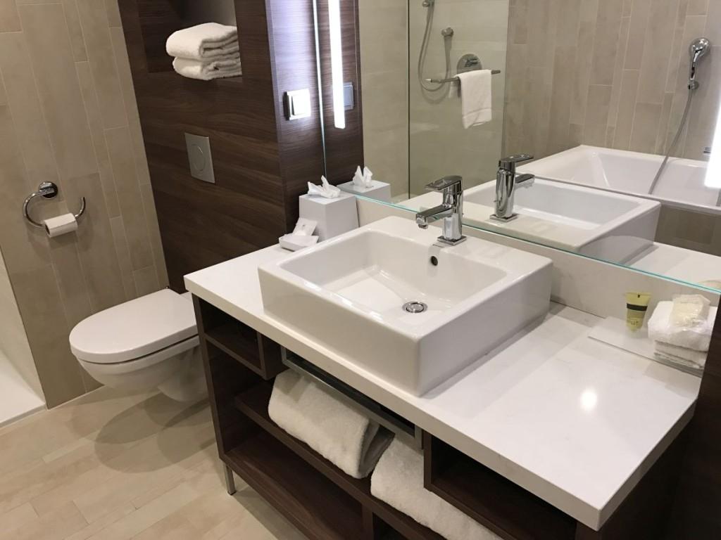 element-by-westin-amsterdam-room-bathroom