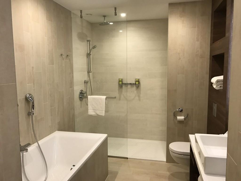 element-by-westin-amsterdam-room-bathroom-bathtub