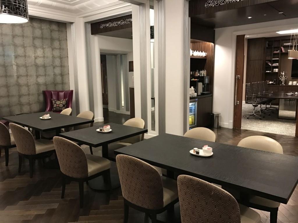sheraton-grand-park-lane-review club-lounge-meeting-area-coffee-machine