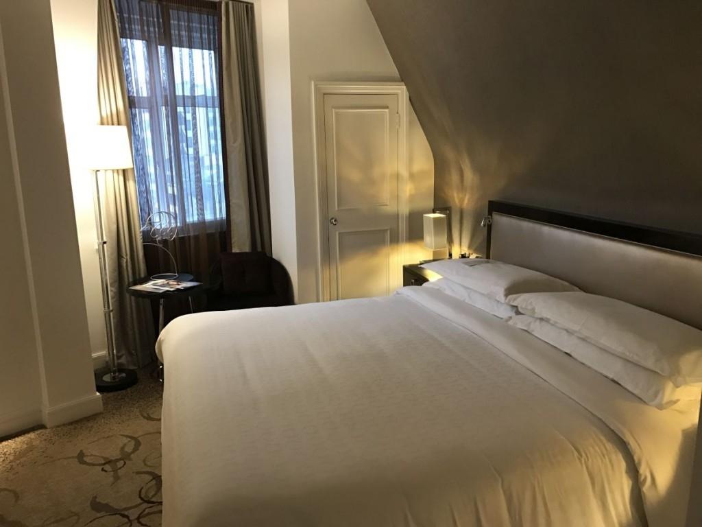 sheraton-grand-park-lane-review club-room