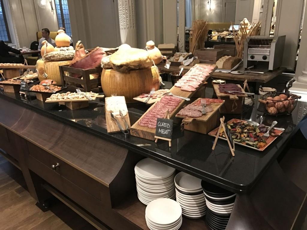 sheraton-grand-park-lane-review mercante-restaurant-breakfast-meat