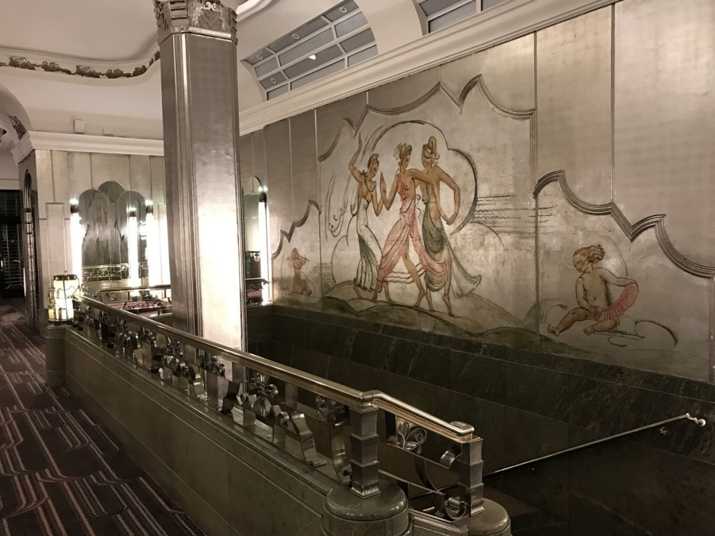 sheraton-grand-park-lane-review staircase-painting