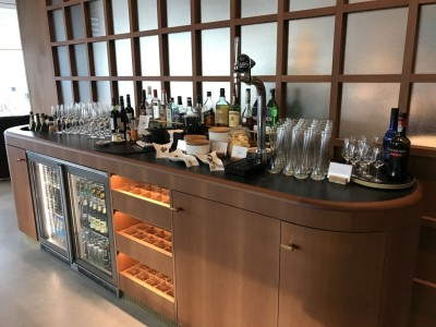 cathay-pacific-first-class-lounge-heathrow-terminal-3-bar