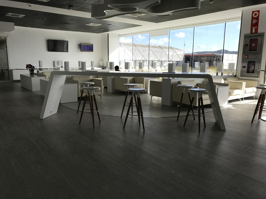 sala lounge cap des falco aena vip ibiza airport lounge middle of room