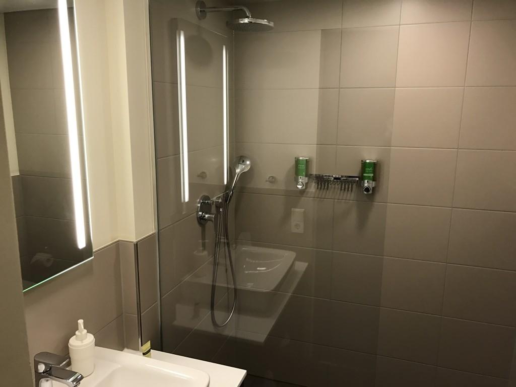 frankfurt element hotel airport bathroom