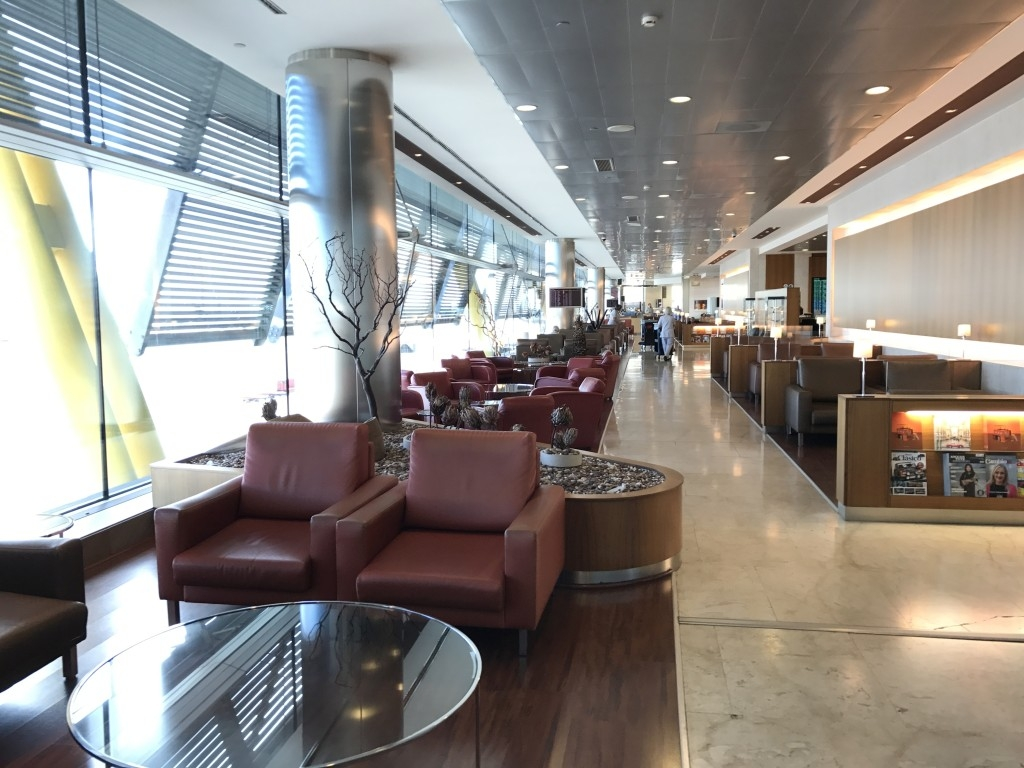 Review of sala velazquez iberia vip lounge madrid for Sala but madrid