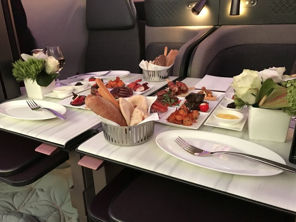 rsz_qatar-airways-new-business-class-seat-food