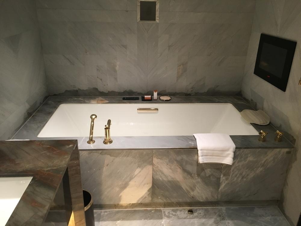 Waldorf Astoria Beijing bathroom