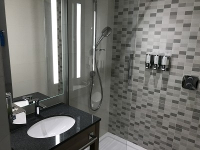 Hampton by Hilton Alexanderplatz Berlin shower review