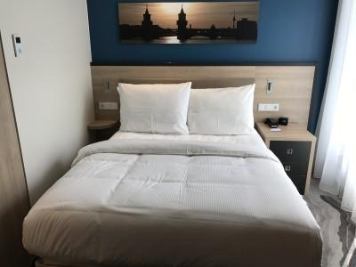 Hampton by Hilton Alexanderplatz Berlin bed review